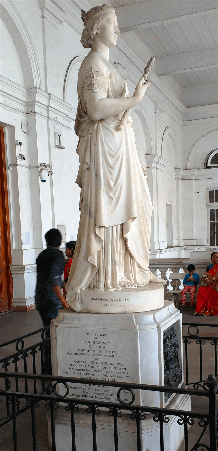 Queen Victoria statue in Indian Museum